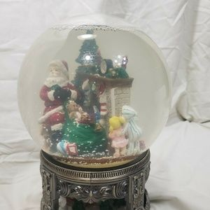Traditions Musical Waterglobe with Revolving Base